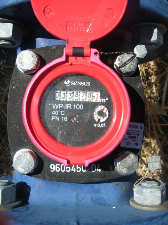 A Meinecke meter showing a reading of 33878 kilolitres